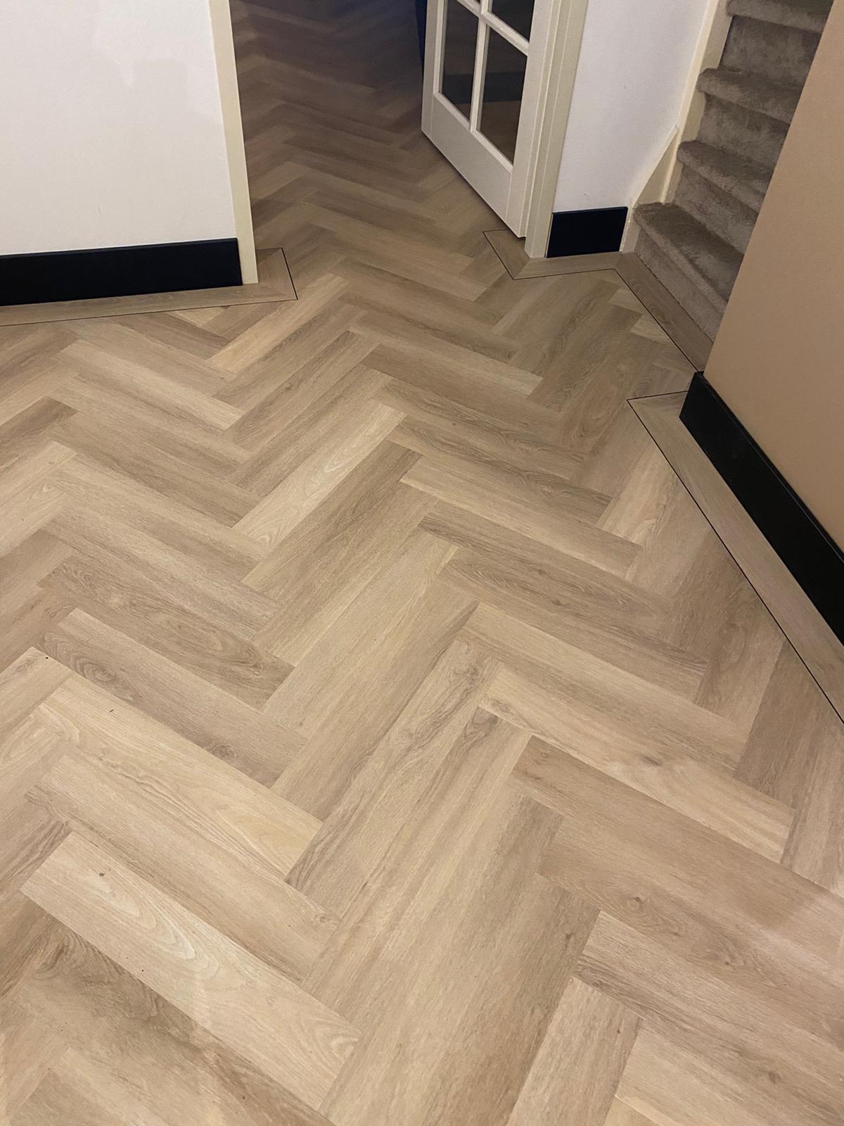 Project visgraat vloer bacovloeren detail hal
