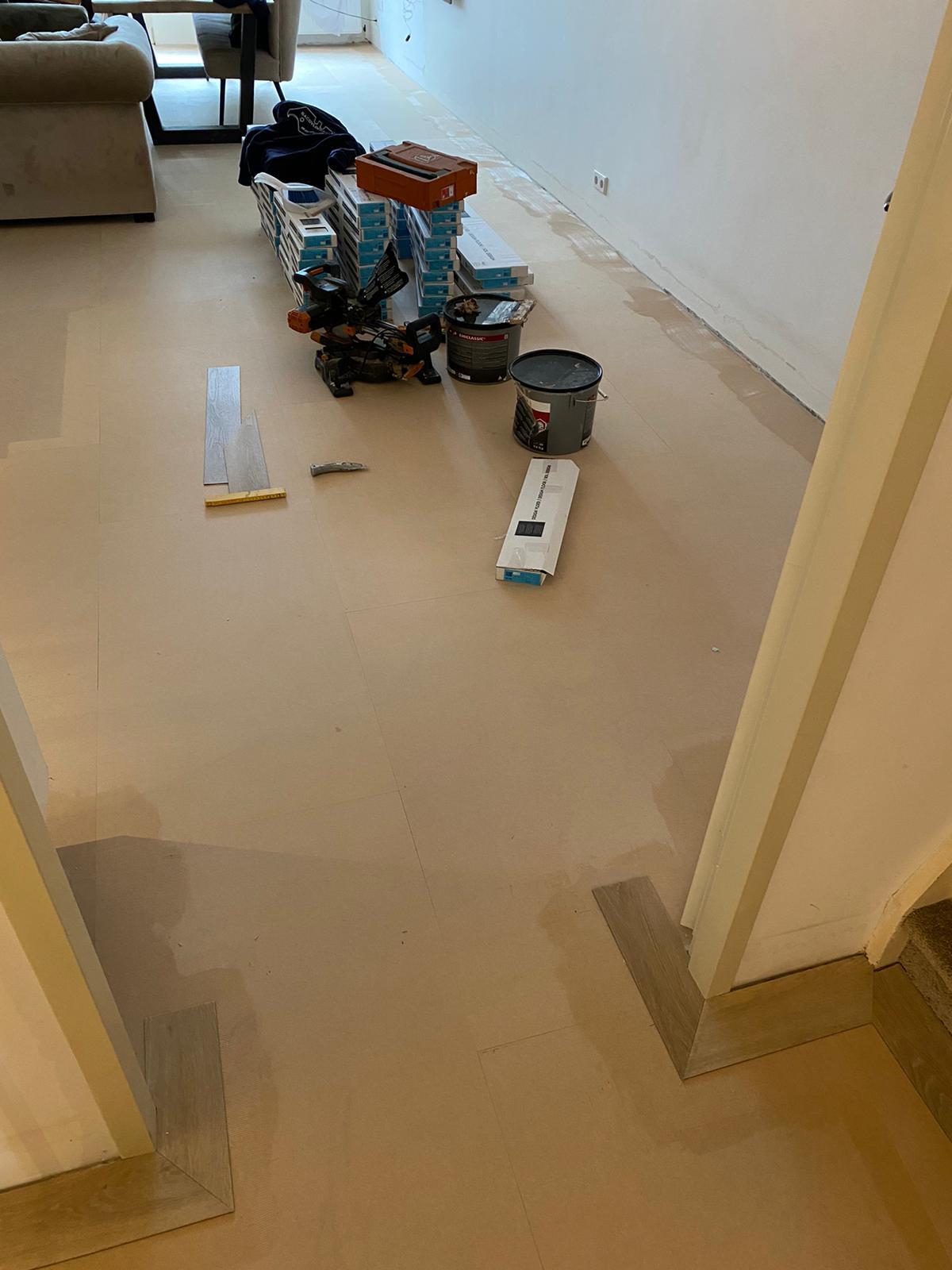 Project visgraatvloer bacovloeren ondervloer woonkamer