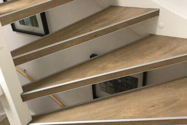 Bacovloeren traprenovatie PVC met alu stootranden 3