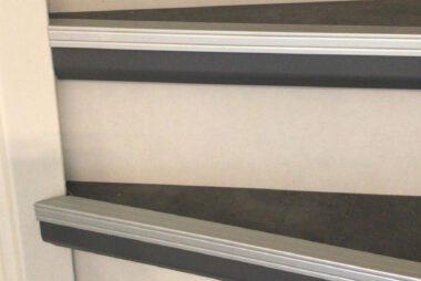 Bacovloeren traprenovatie pvc met aluminium stootranden 2