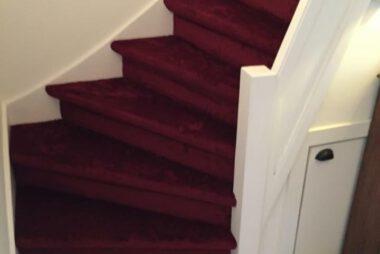 Bacovloeren traprenovatie tapijt rood