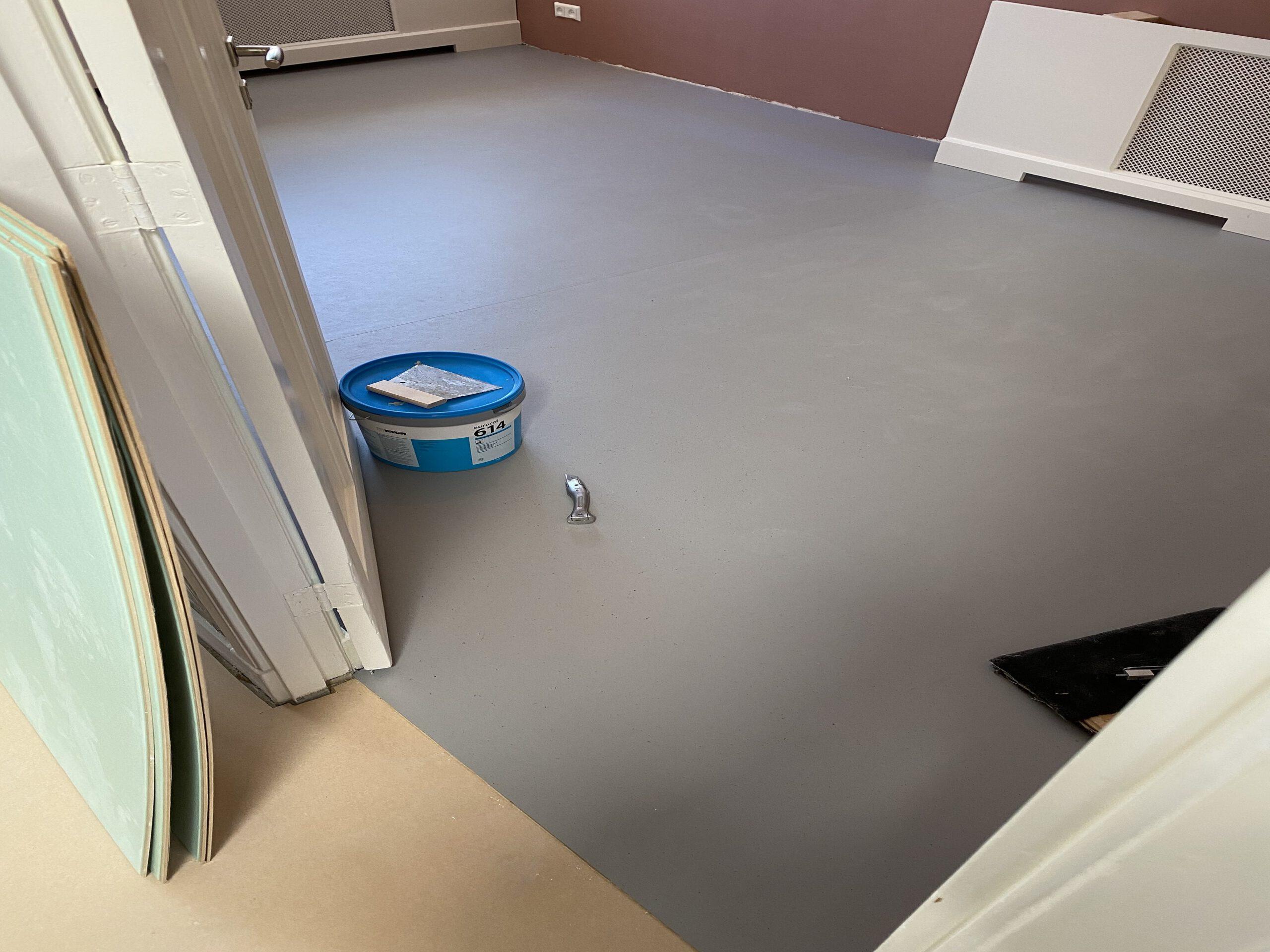 Marmoleum kleur earl grey chocolat. Enkel materiaal €63 pm2 1