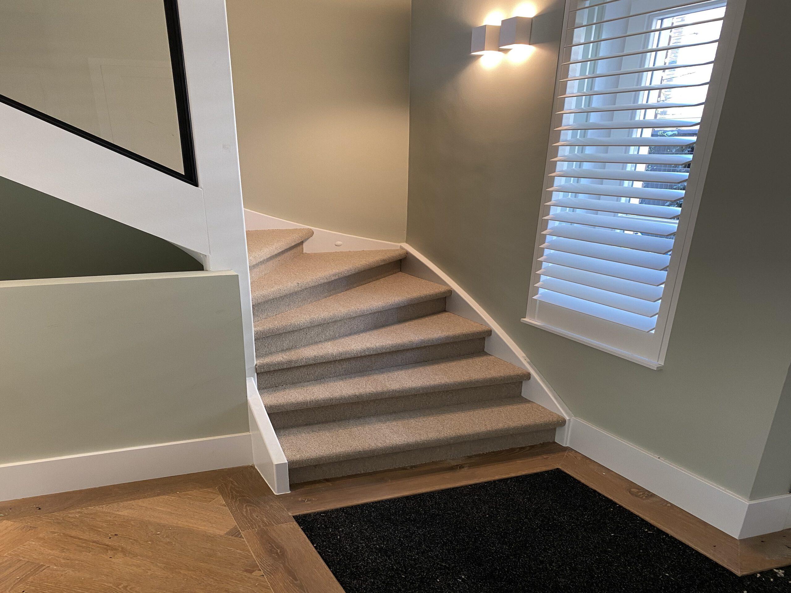 Trap renoveren met sisal tapijt. Verkrijgbaar in verschillende kleuren en structuur. 3