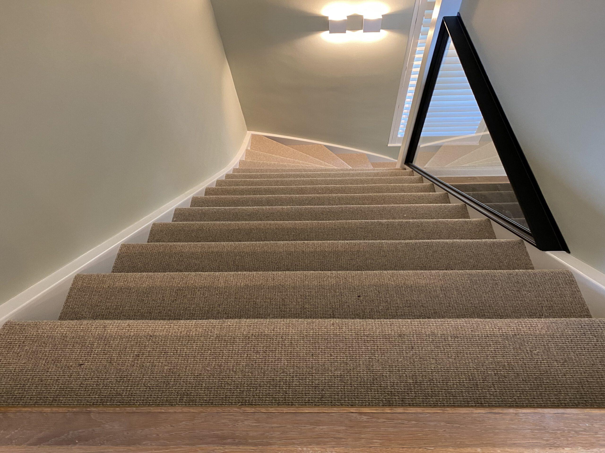 Trap renoveren met sisal tapijt. Verkrijgbaar in verschillende kleuren en structuur. 5