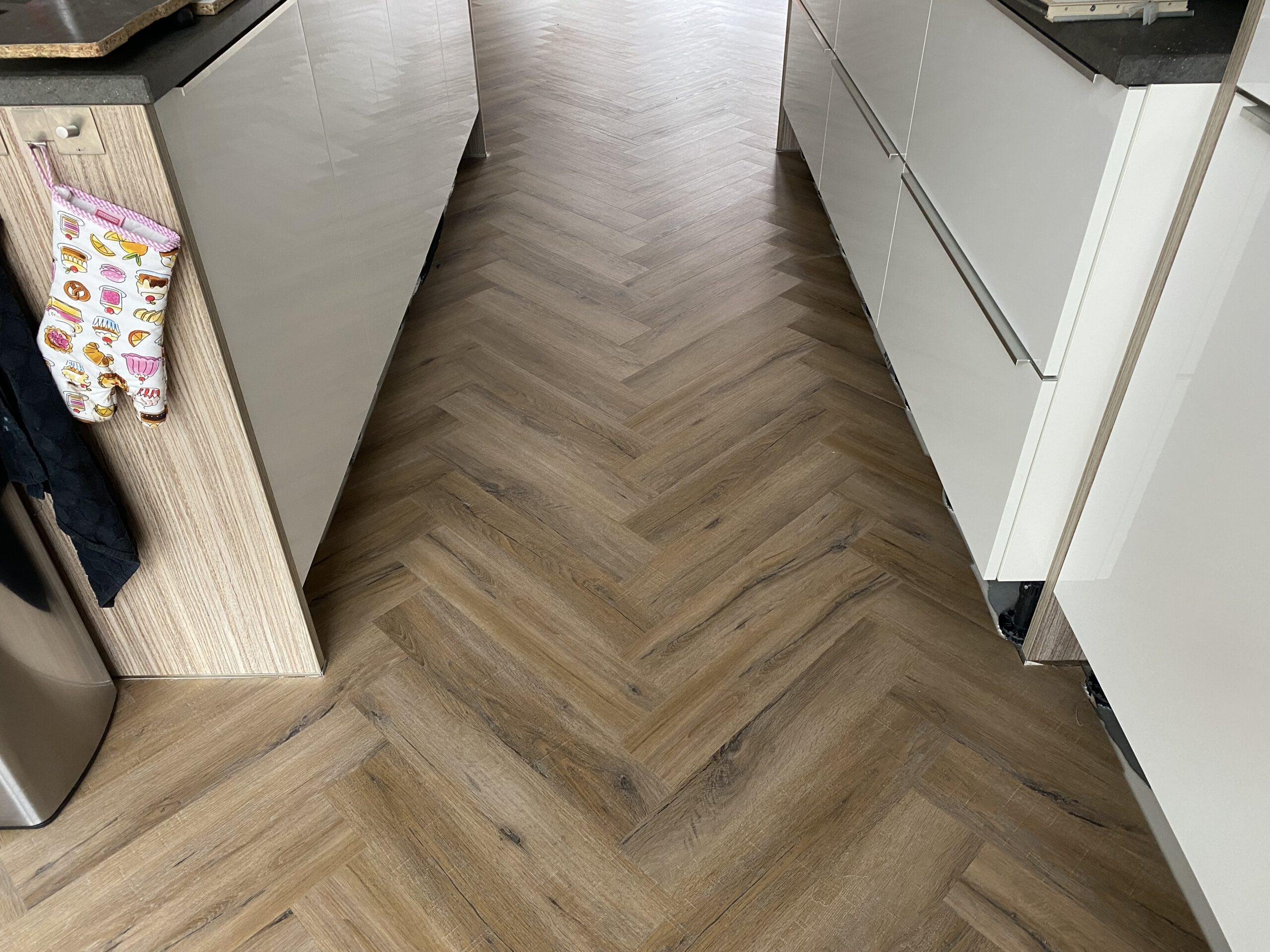 Visgraat laminaat 0.55mm slijtlaag alleen materiaal € 33,95 per vierkante meter 1